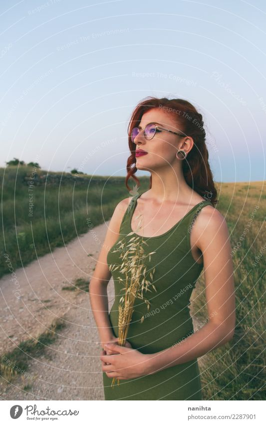Mensch Natur Jugendliche Junge Frau Sommer Gesunde Ernährung schön grün Landschaft Lifestyle Umwelt Gesundheit natürlich feminin Stil Haare & Frisuren