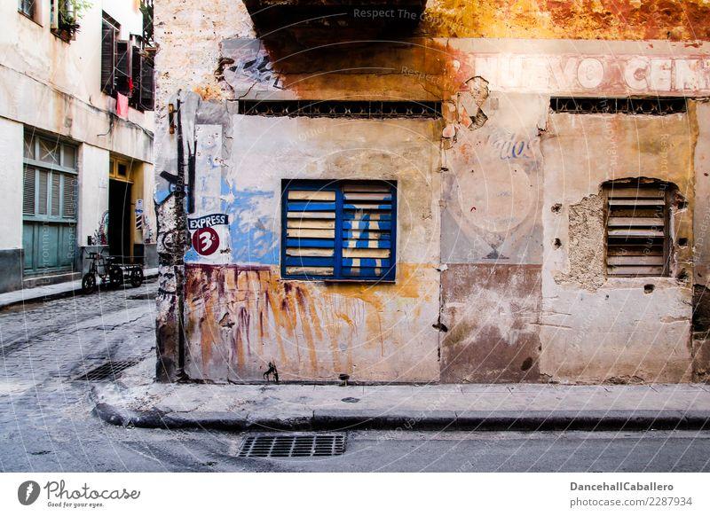 Strasseneck... Kuba Stadt Haus Gebäude Architektur Mauer Wand Fenster Straße Straßenkreuzung Fahrrad alt Armut kaputt retro Perspektive rebellieren