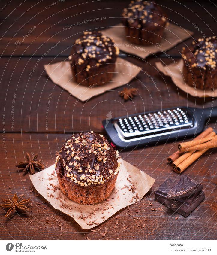 Schokoladen Muffin Dessert Ernährung Tisch Papier Holz frisch lecker oben braun Essen zubereiten Hintergrund Bäckerei Kuchen Cupcake essen Fett Lebensmittel