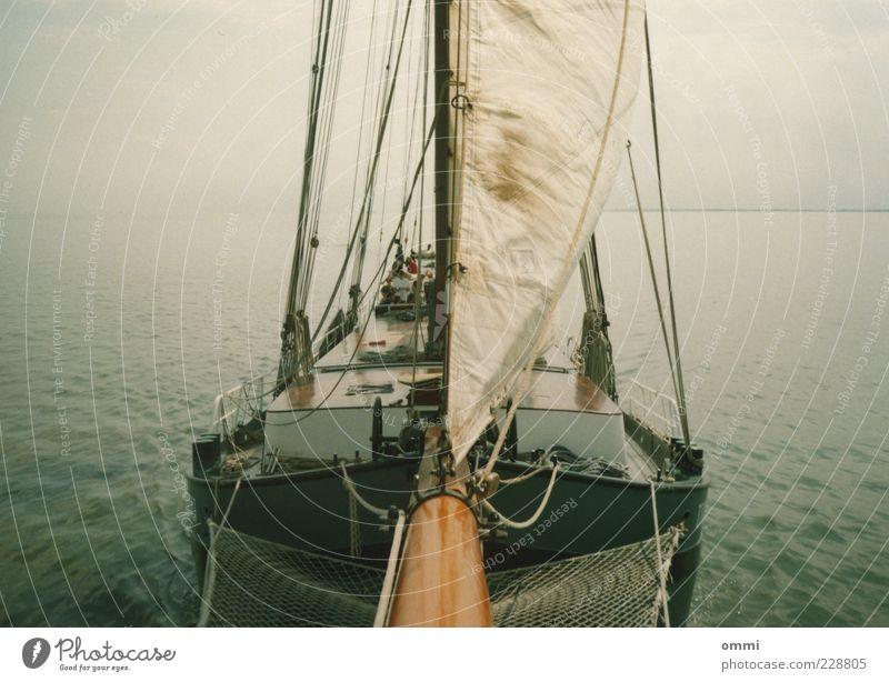 Klüverbaumblick Wasser Ferien & Urlaub & Reisen Meer ruhig Ferne Freiheit Horizont groß Abenteuer Seil ästhetisch fahren Netz Unendlichkeit lang Gelassenheit