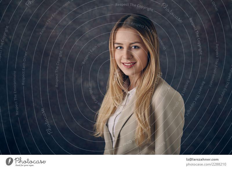 Porträt einer klugen eleganten Frau Gesicht Dekoration & Verzierung Erfolg Arbeit & Erwerbstätigkeit Business Unternehmen Karriere Erwachsene 1 Mensch
