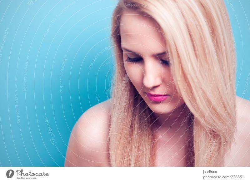 schulterblick Frau Mensch Jugendliche blau schön Einsamkeit Erholung feminin Leben Erwachsene Traurigkeit träumen blond rosa warten
