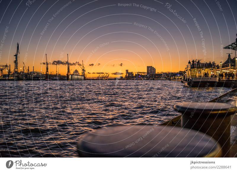Hamburg Hafen Landungsbrücken Sonnenuntergang Europa Deutschland Elbe Stadt Wasser Kanal Industrie Himmel traumhaft schön Wasserfahrzeug Wirtschaftsbetrieb