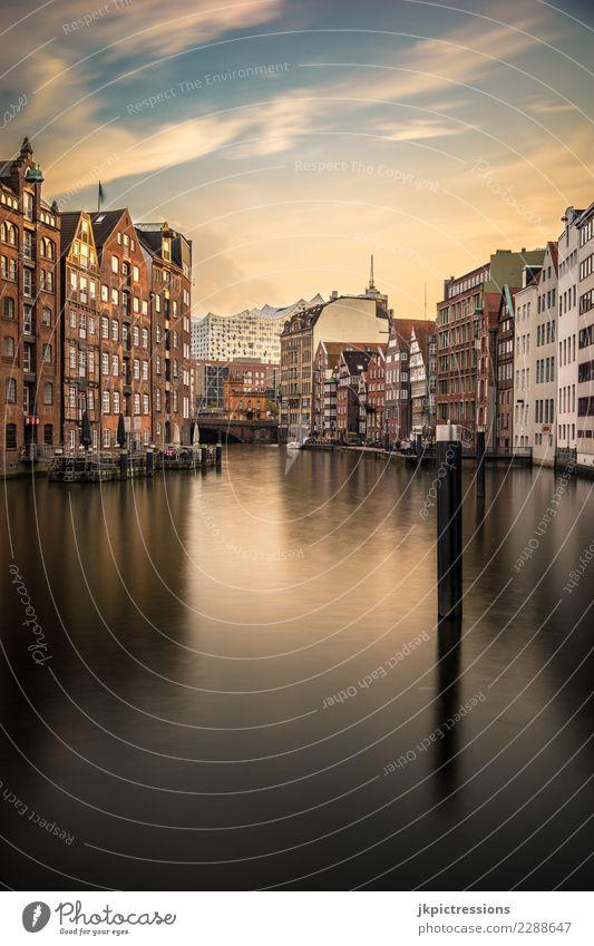 Hamburg Nikolaifleet Sonnenuntergang Europa Deutschland Elbe Stadt Hafen Elbphilharmonie Wasser Kanal Wolken Himmel traumhaft schön Alte Speicherstadt Brücke