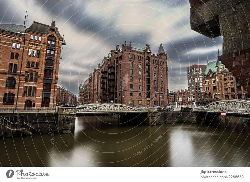 Hamburg Speicherstadt Herbst Himmel Ferien & Urlaub & Reisen Stadt Wasser Wolken dunkel Straße Architektur Beleuchtung Gebäude Deutschland grau Europa Brücke