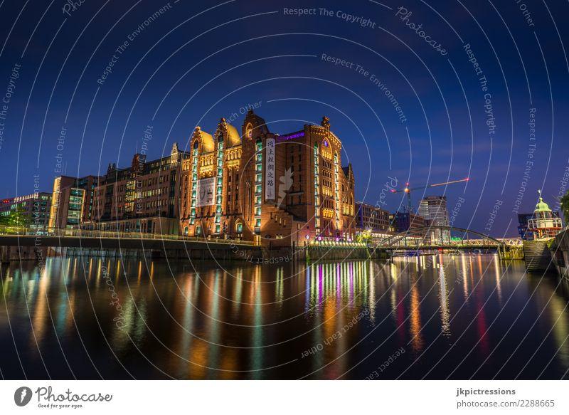 Speicherstadt Internationales Maritimes Museum Hamburg Fluss Stadt Architektur Ferien & Urlaub & Reisen Europa Brücke Bauwerk Nacht Aussehen Stadtteil blau