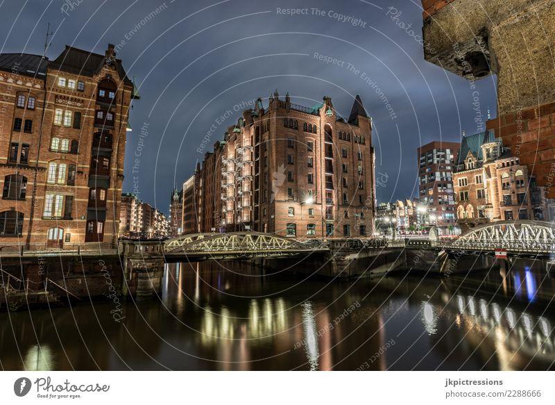 Hamburg Speicherstadt bei Nacht Himmel Ferien & Urlaub & Reisen Stadt Wasser Wolken dunkel Straße Architektur Beleuchtung Gebäude Deutschland grau Europa Brücke