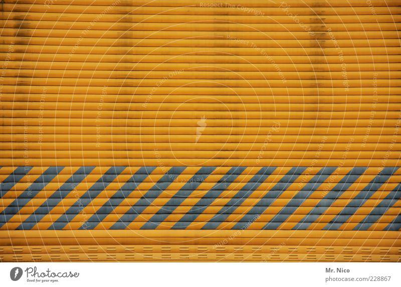 ///////////// gelb Gebäude Hintergrundbild geschlossen Industrie Streifen Zeichen Tor Lagerhalle Handel Halle gestreift Versand Einfahrt Rollo Tür