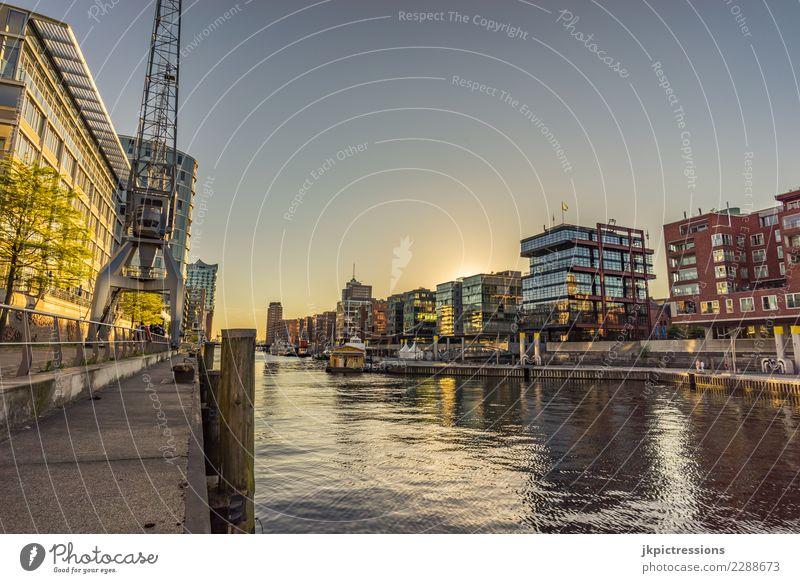 """Hamburg Hafencity """"Am Sandtorkai"""" Reichtum elegant Stil Design Tourismus Städtereise Kreuzfahrt Sommer Sonne Traumhaus Kran Architektur Wolkenloser Himmel"""