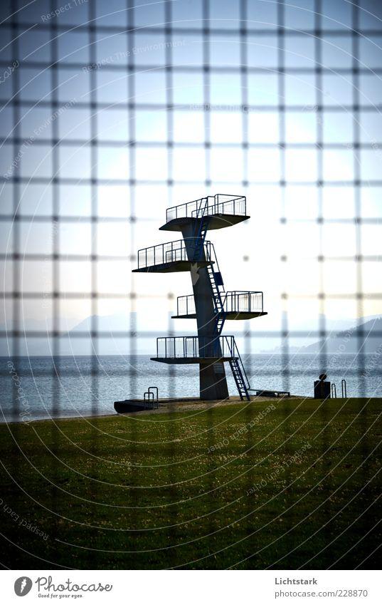 ein tag am see alt Sport Metall Stimmung Beton Klima außergewöhnlich Schwimmbad Netz Stahl Rost Leiter Barriere Gitter Wassersport Sprungbrett