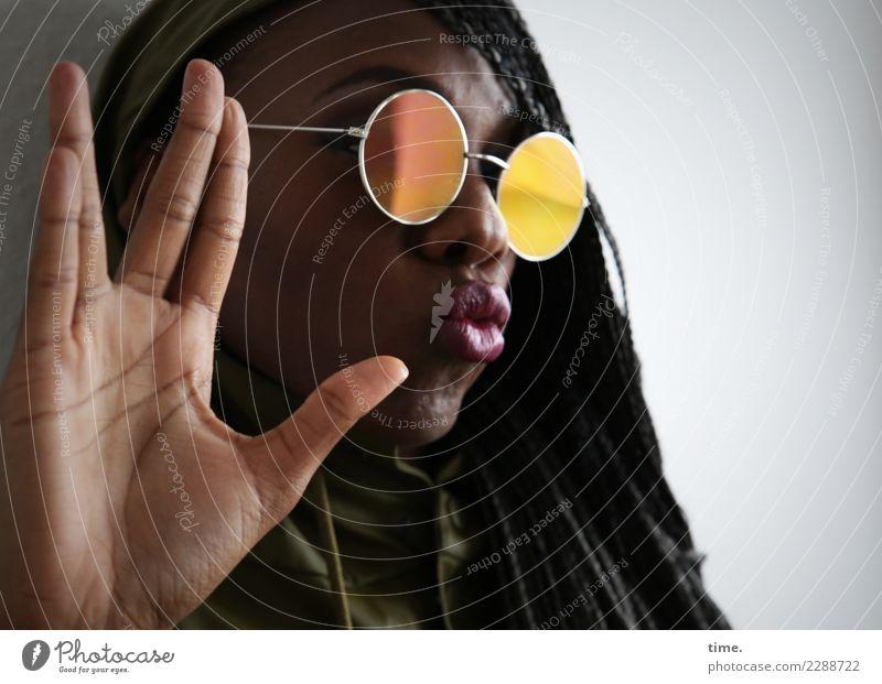 . Frau Mensch schön Hand Erwachsene Leben feminin außergewöhnlich Haare & Frisuren ästhetisch Kommunizieren Finger beobachten Neugier entdecken Macht
