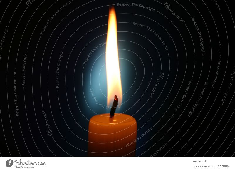 Kerze mit blauem Schatten Licht Flackern Wachs Stil Häusliches Leben Flamme Lampe Kerzendocht orange
