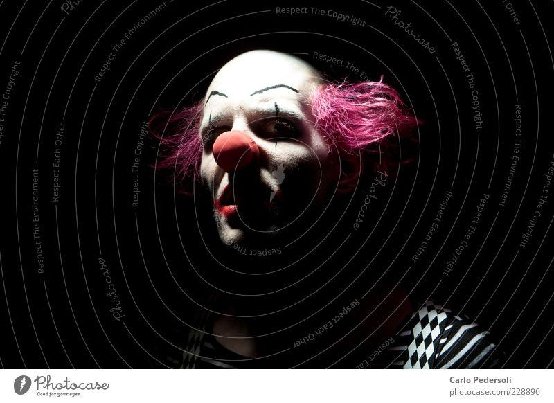 Bingo3 Mensch Nase Schauspieler Zirkus Haare & Frisuren rothaarig Glatze beobachten Aggression bedrohlich dunkel gruselig rosa Stimmung träumen Angst Entsetzen