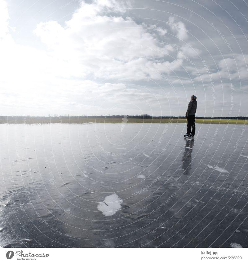 sonnenhungrig Lifestyle Freizeit & Hobby Mensch Frau Erwachsene 1 Himmel Horizont Winter Klima Eis Frost Feld Seeufer Teich beobachten stehen leuchten Sonnenbad