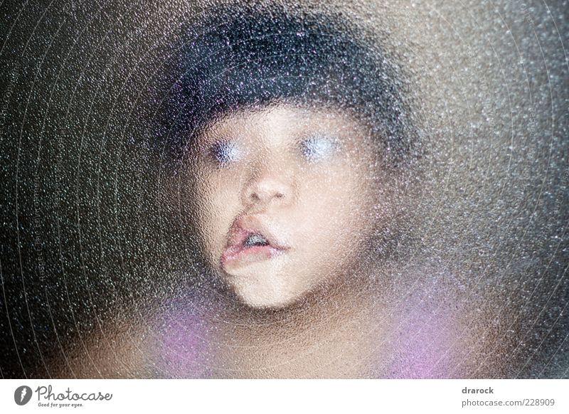 Mensch Kind Mädchen Gesicht dunkel lustig Kindheit Angst Glas verrückt Lippen gruselig Überraschung bizarr Entsetzen 3-8 Jahre