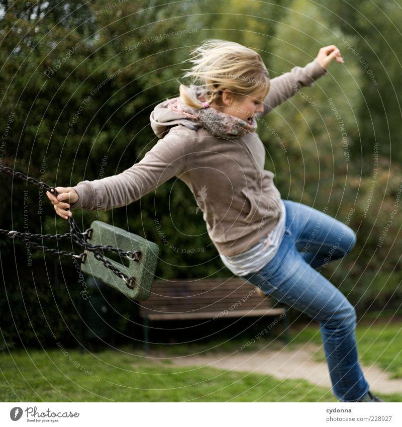 Loslassen Mensch Natur Jugendliche Freude Erwachsene Umwelt Leben Spielen Freiheit Bewegung springen Park blond Freizeit & Hobby fliegen Lifestyle