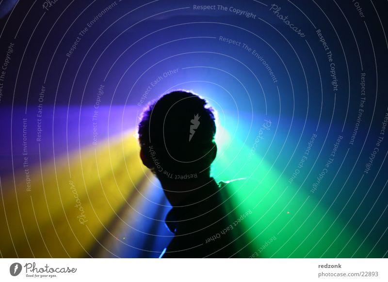 Lichtsilhouette Mann Party fremd unheimlich dunkel gelb grün schwarz Silhouette Schatten anonym Mensch blau Partygast