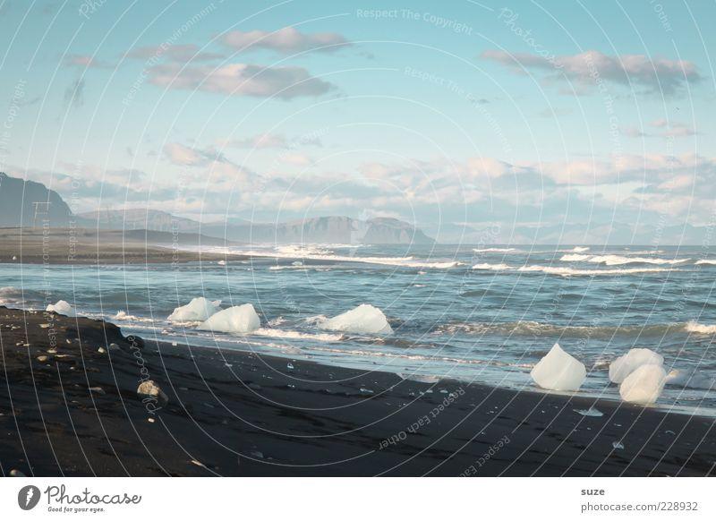 Badezusatz Ferien & Urlaub & Reisen Strand Meer Wellen Umwelt Natur Landschaft Urelemente Wasser Himmel Klima Klimawandel Eis Frost Küste kalt schwarz weiß