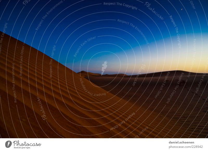 klein Daniel alleine in der Wüste ! Himmel Natur blau rot Ferien & Urlaub & Reisen ruhig Ferne Umwelt Freiheit Landschaft Wege & Pfade Sand Horizont Klima Wandel & Veränderung Wüste
