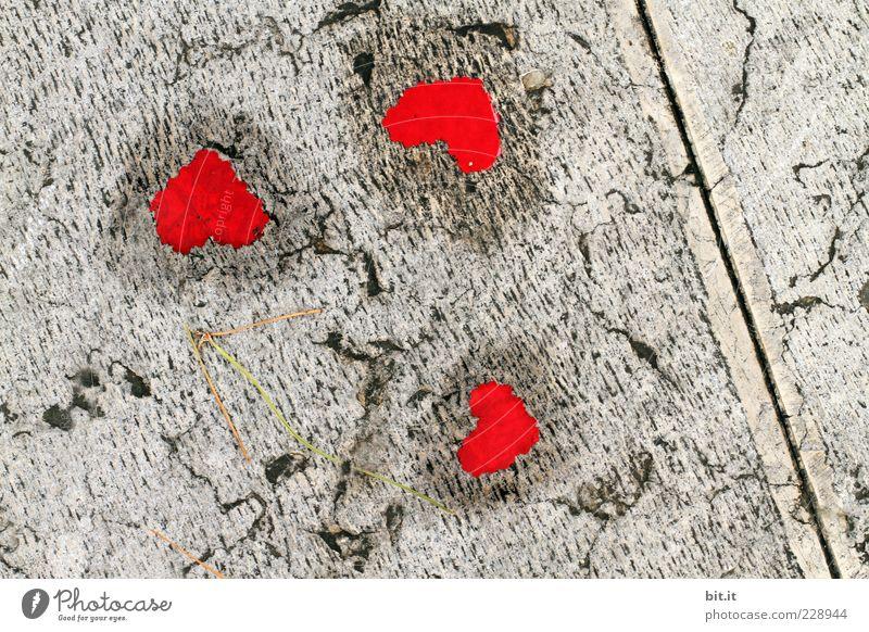 das Herz am rechten Fleck rot Freude Leben Liebe Glück grau Feste & Feiern Freundschaft Dekoration & Verzierung Geburtstag nass Lebensfreude Zeichen Boden