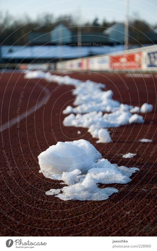 Eisschnelllauf Sport Leichtathletik Sportstätten Rennbahn Winter Klima Wetter Schönes Wetter Frost Schnee Tartan Sportplatz kalt laufen Laufsport anstrengen