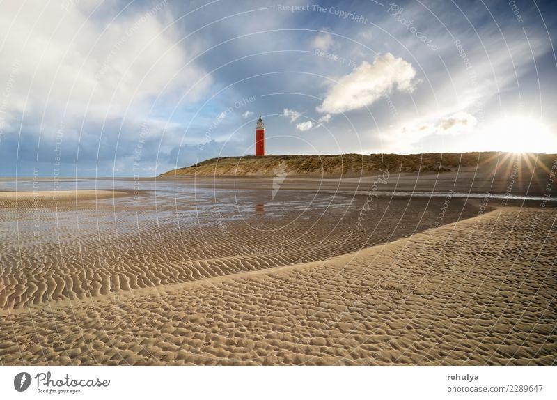 Morgen Sonnenschein über Sandstrand und roten Leuchtturm Strand Meer Insel Natur Landschaft Himmel Wolken Wetter Regen Küste Nordsee Linie blau Turm winken