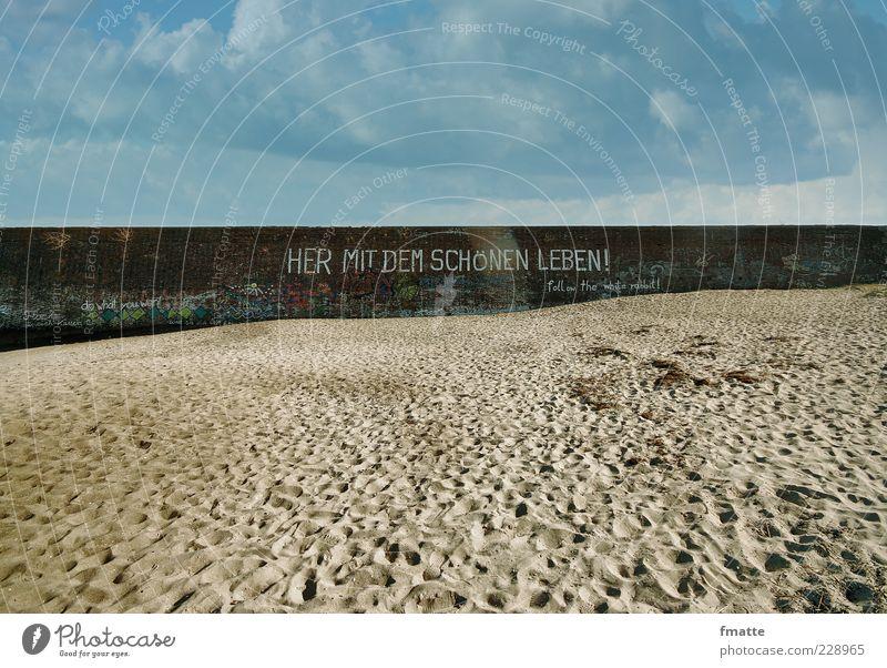 her mit dem schönen leben Sand Beton Zeichen Schriftzeichen Stimmung Farbfoto Außenaufnahme Textfreiraum oben Textfreiraum unten Tag Licht Schatten