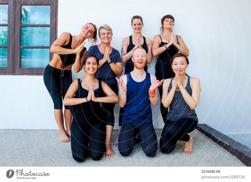 Weibliche Yogaschüler und ihre Yogalehrerin. Lifestyle Erholung Sport Mensch maskulin feminin Frau Erwachsene Freundschaft Menschengruppe 18-30 Jahre
