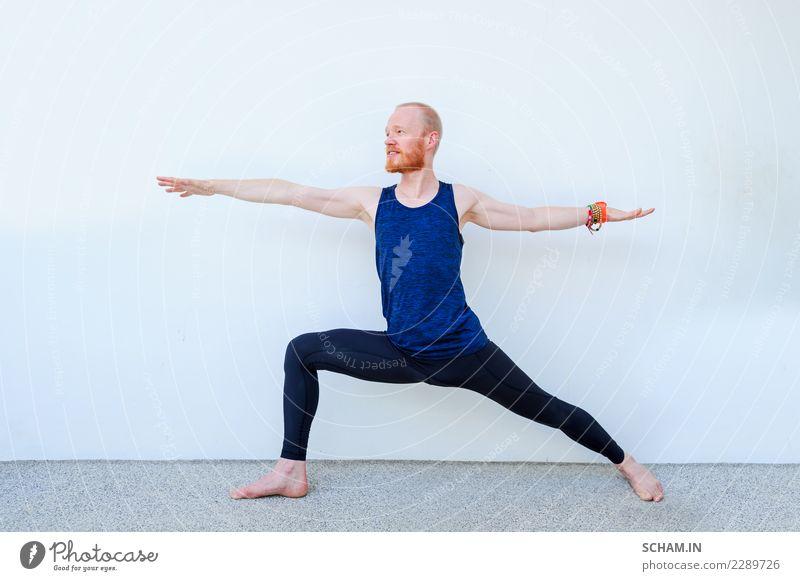 Yogaschüler, die verschiedene Yogastellungen zeigen. Lifestyle Erholung Sport Erwachsene sitzen einzigartig Identität Yin Yang Yoga Ausbildung