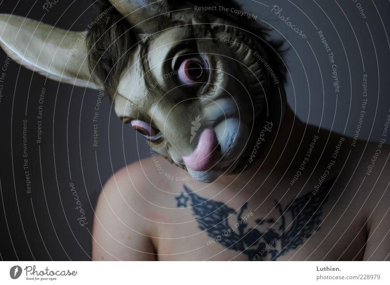 Möhrchen? Mensch Frau Erwachsene Haut Brust 1 Maske Hase & Kaninchen Blick außergewöhnlich gruselig kalt blau braun grau Wachsamkeit Karneval Farbfoto