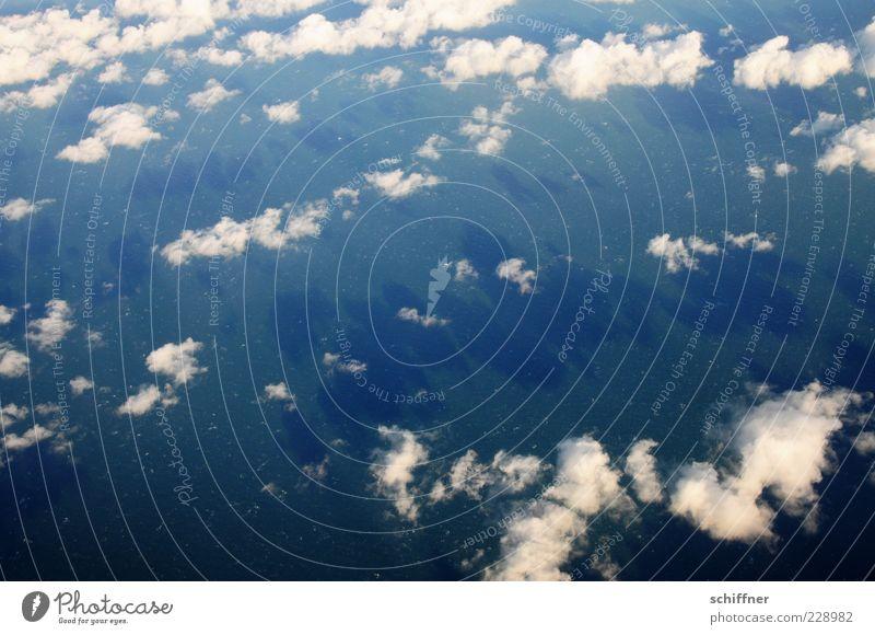 Über den Wolken... Klima Wetter Schönes Wetter blau weiß über den Wolken Wolkenfeld Wolkenformation Wolkenfetzen Altokumulus floccus Schatten Schattenspiel