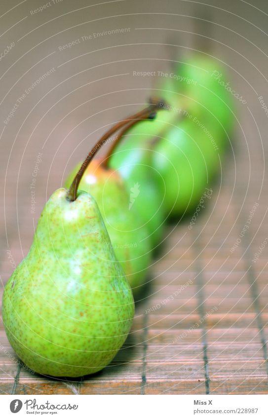 Reihe grün Ernährung Lebensmittel Frucht süß viele Stengel lecker Bioprodukte saftig zentral Birne sauer Vegetarische Ernährung Pflanze