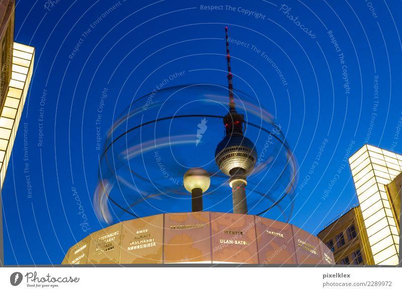 Rotation Tourismus Sightseeing Städtereise Nachtleben Uhr Architektur Nachthimmel Berlin Berlin-Mitte Deutschland Europa Stadt Hauptstadt Stadtzentrum Turm