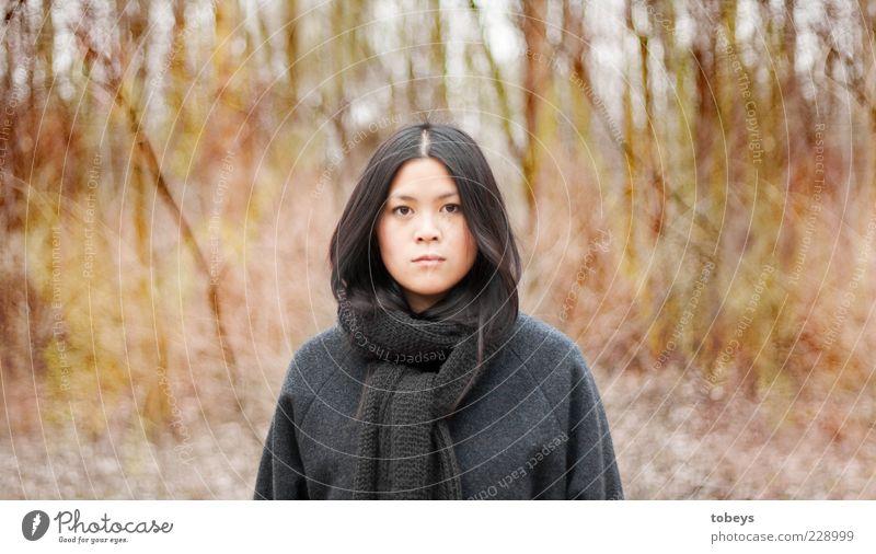 Eden Ausflug Freiheit feminin Junge Frau Jugendliche 1 Mensch 18-30 Jahre Erwachsene Umwelt Natur Landschaft Herbst Expedition Surrealismus Mount Eden Sträucher