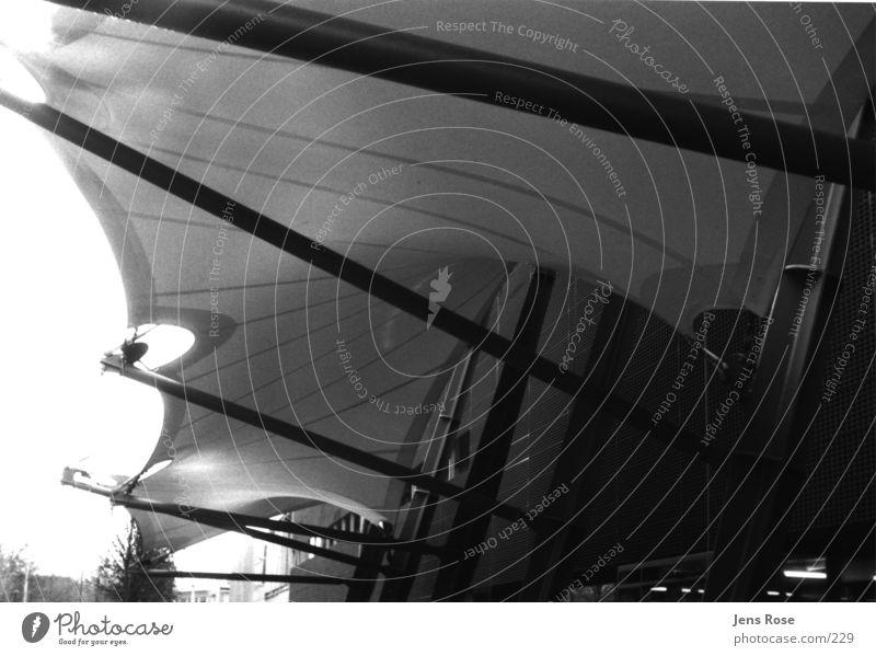 max_planck_02 Institut Licht Wissenschaften Eingang Architektur Schwarzweißfoto Schatten