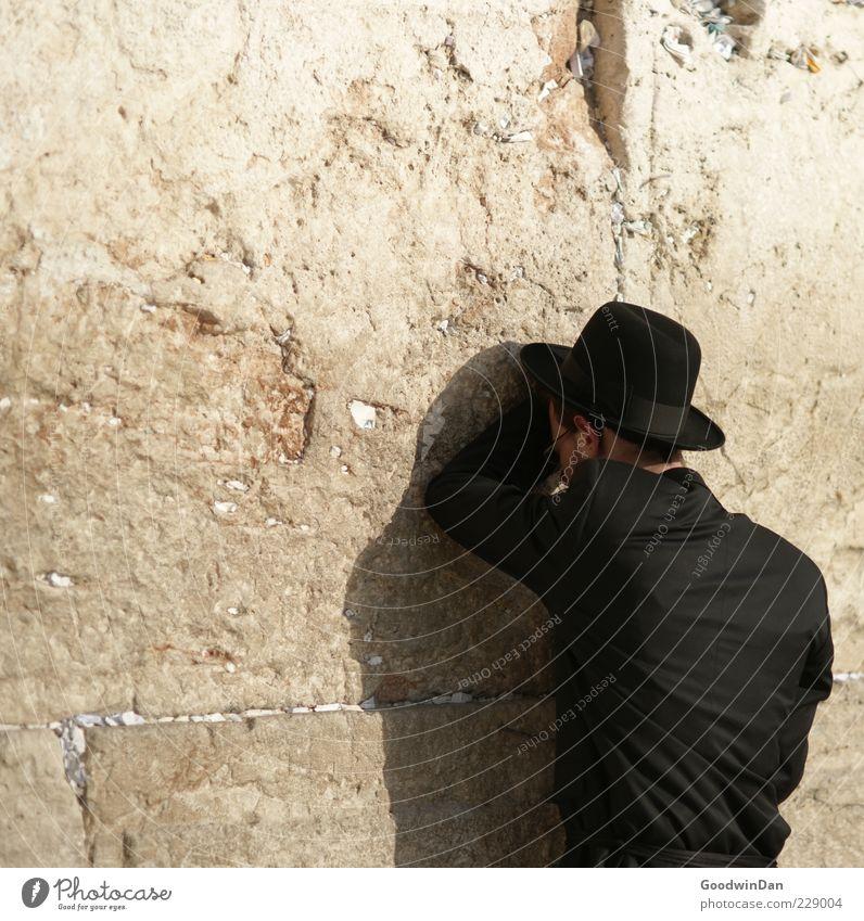 . Mensch alt schwarz Wand Mauer Religion & Glaube Stein Freundschaft maskulin authentisch ästhetisch groß Hoffnung historisch viele Glaube