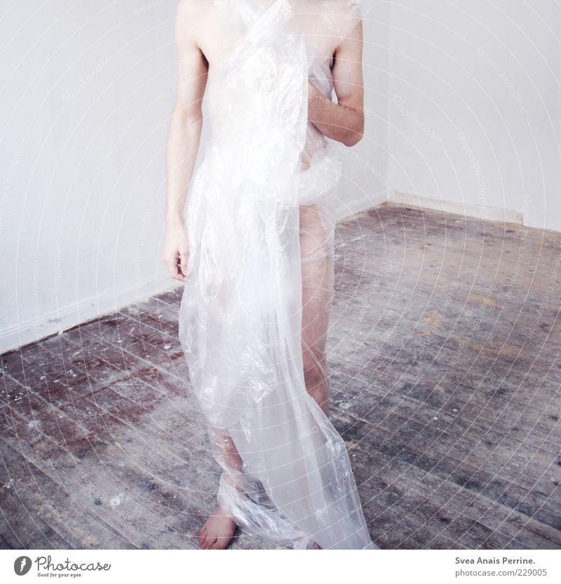 PLASTIK,meine liebe. Mensch Jugendliche Erwachsene kalt Kunst Körper maskulin Design stehen einzigartig 18-30 Jahre dünn skurril Idee Holzfußboden kopflos