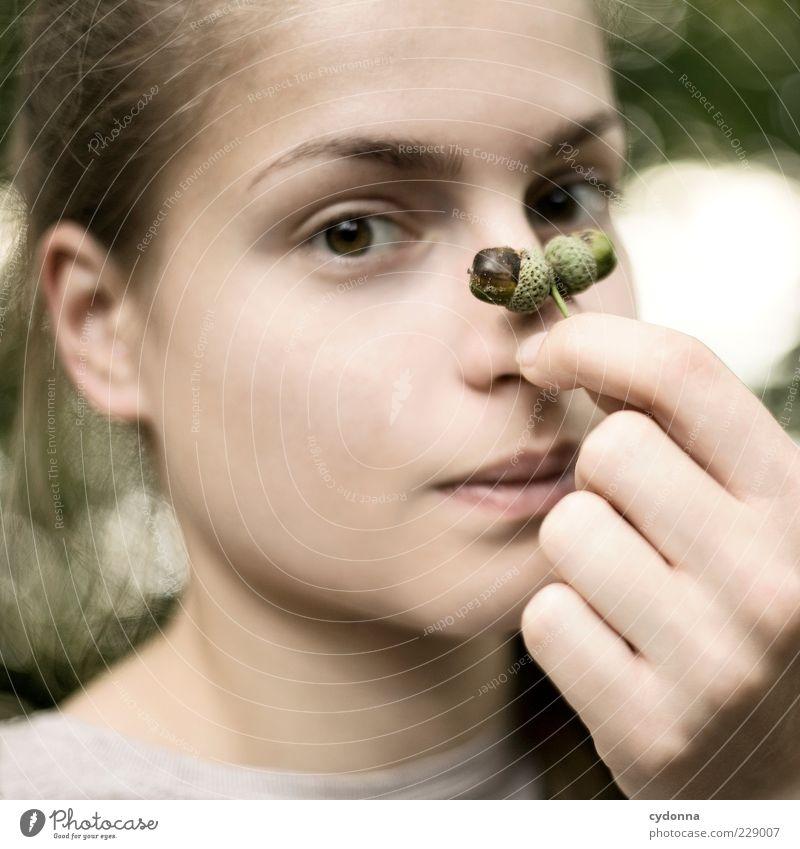 Dezente Tarnung Mensch Natur Jugendliche Hand schön ruhig Erwachsene Gesicht Erholung Leben Umwelt Stil träumen Zufriedenheit natürlich paarweise