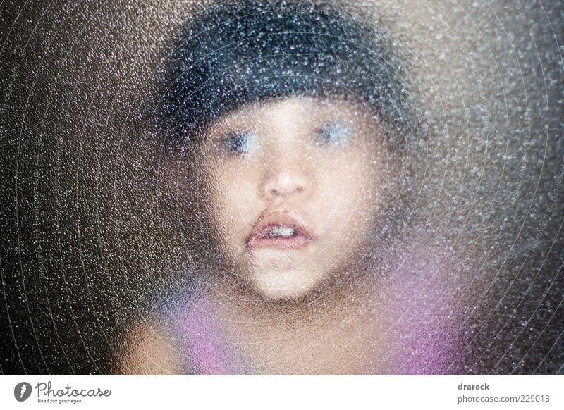 Mensch Kind Jugendliche Mädchen Gesicht dunkel Fenster lustig Kindheit Angst Glas verrückt gruselig Überraschung bizarr Grimasse