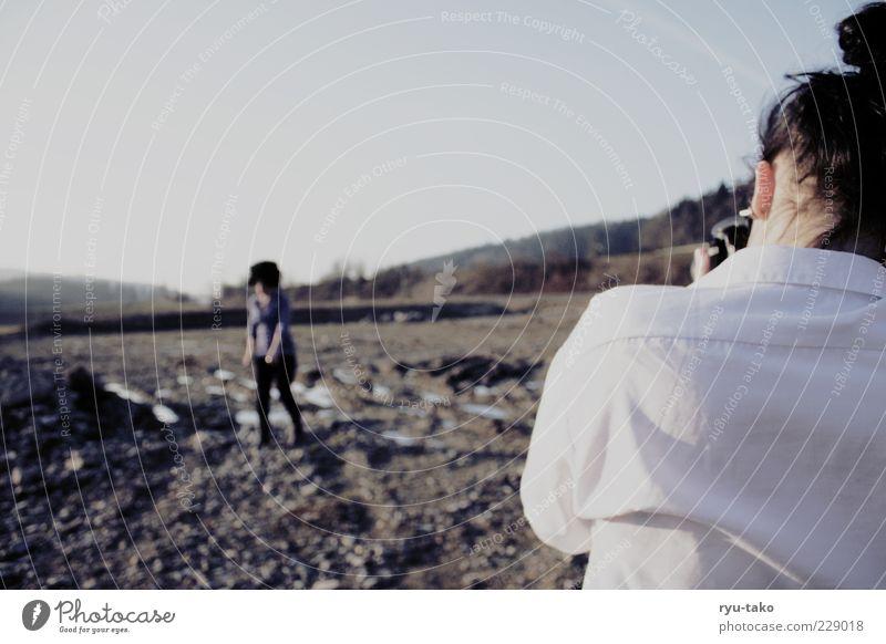doppeltes festhalten Mensch Himmel Jugendliche weiß Erwachsene kalt Bewegung Stil Feld Rücken Fotografie Perspektive Coolness Bekleidung 18-30 Jahre