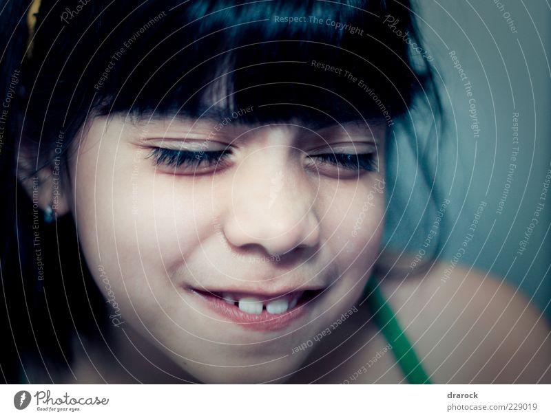 Mensch Kind Mädchen Freude Gesicht lachen Kindheit Fröhlichkeit verrückt authentisch Coolness niedlich Zähne Freundlichkeit genießen grinsen
