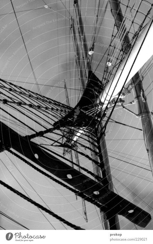 Takelage Himmel Wolken eckig fest Unendlichkeit hoch wild Wasserfahrzeug Segelschiff Mast Seil Schwarzweißfoto Außenaufnahme Menschenleer Tag Licht Schatten
