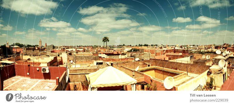 Marrakesh Roofs Umwelt Himmel Wolken Gebäude Mauer Wand Fassade Balkon Terrasse Gefühle Stimmung authentisch Fernweh ästhetisch Dach Farbfoto mehrfarbig