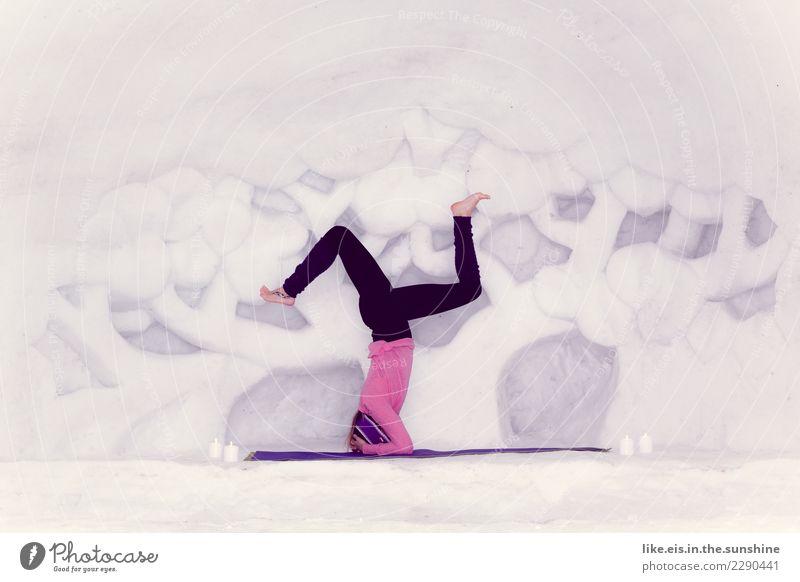 Herz über kopf Frau Mensch Jugendliche Junge Frau schön Erholung ruhig Freude 18-30 Jahre Erwachsene Leben Lifestyle Gesundheit Schnee feminin Kunst