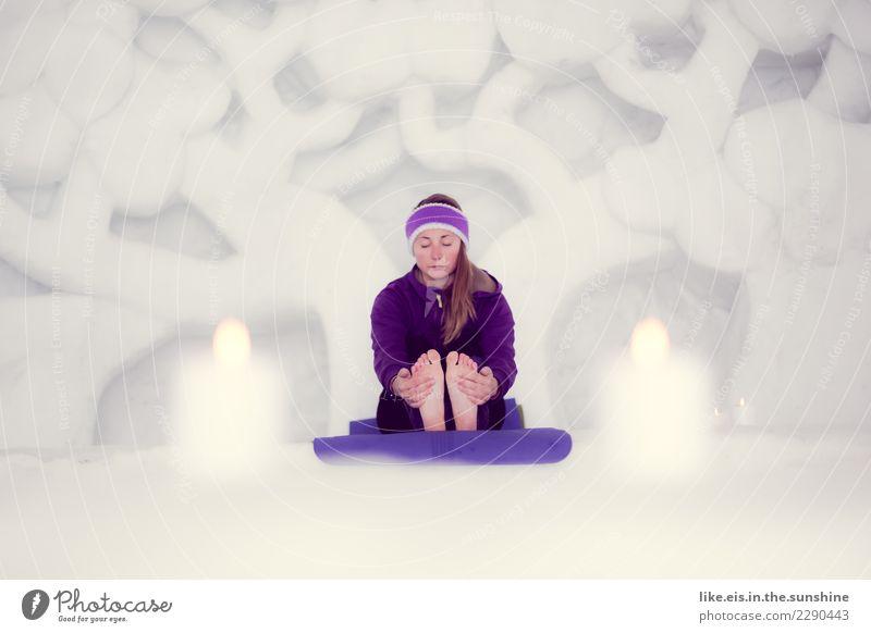 Yoga. Gesundheit Fitness Wellness Leben Wohlgefühl Zufriedenheit Sinnesorgane Erholung ruhig Meditation Sport feminin Junge Frau Jugendliche Erwachsene 1 Mensch