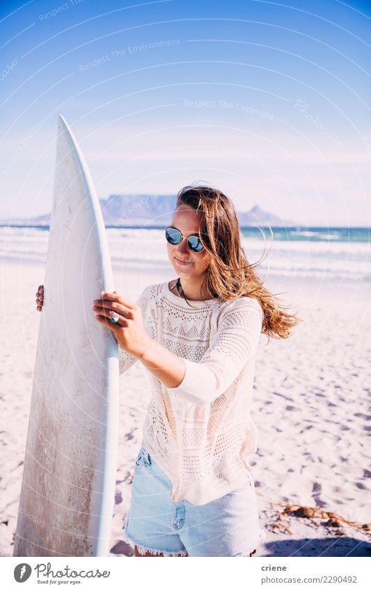 Frau Sommer Meer Strand Erwachsene Lifestyle Glück Freizeit & Hobby Lächeln Surfen Kaukasier Surfbrett Südafrika Kapstadt