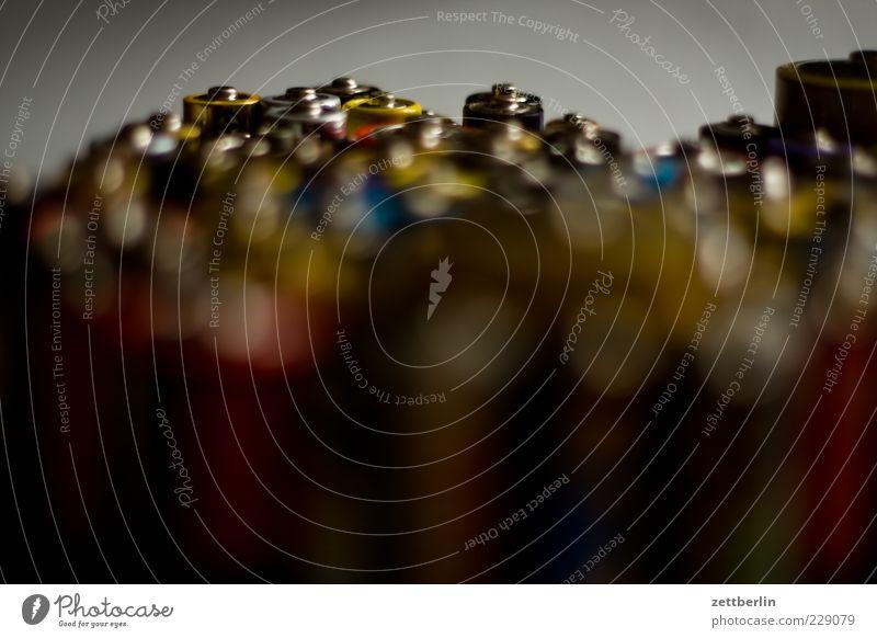 Batterien Technik & Technologie Energiewirtschaft Energiekrise alt elektrisch Elektrizität Farbfoto Gedeckte Farben Innenaufnahme Studioaufnahme Nahaufnahme