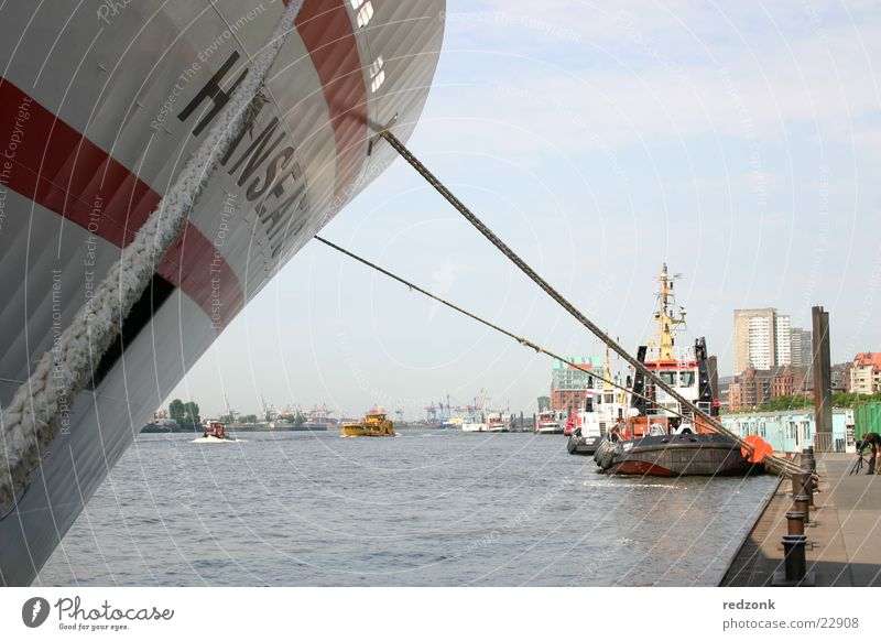 Hamburger Hafen Kreuzfahrt Meer Wasser Schifffahrt Dampfschiff Wasserfahrzeug blau Anlegestelle Mole Farbfoto Außenaufnahme Tag