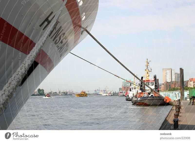Hamburger Hafen Wasser Meer blau Wasserfahrzeug Anlegestelle Schifffahrt Kreuzfahrt Mole Dampfschiff