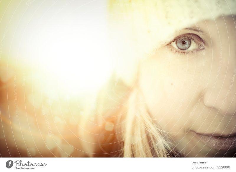 ich sehe dich Jugendliche schön Erwachsene Gesicht Auge gelb feminin Glück Zufriedenheit blond gold ästhetisch außergewöhnlich beobachten 18-30 Jahre Mütze